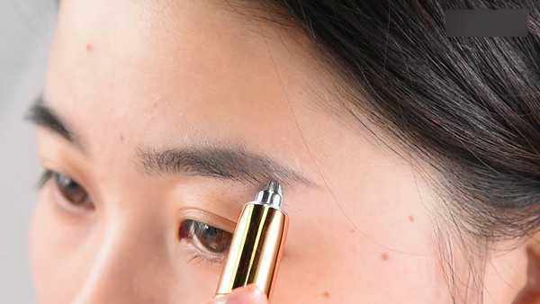 How to Use an Electric Eyebrow Trimmer