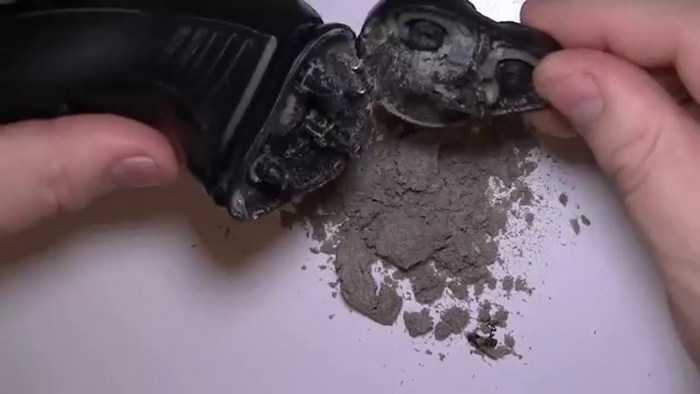How to clean an electric razor